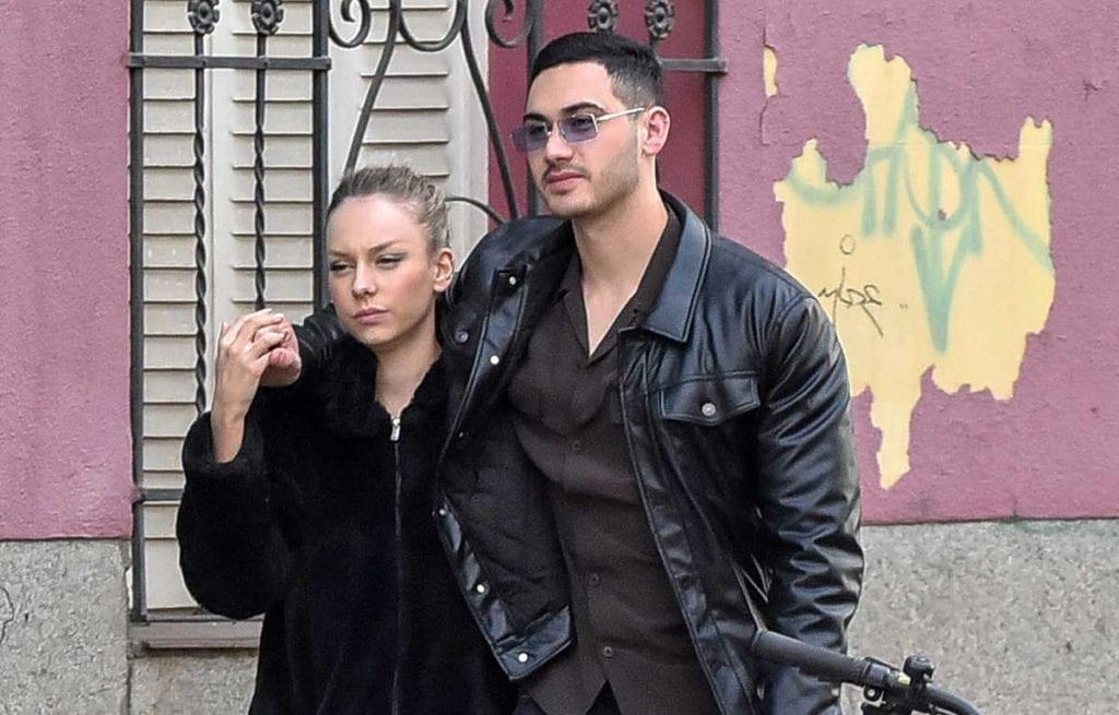 Ester Expósito y su novio el actor Alejandro Speitzer