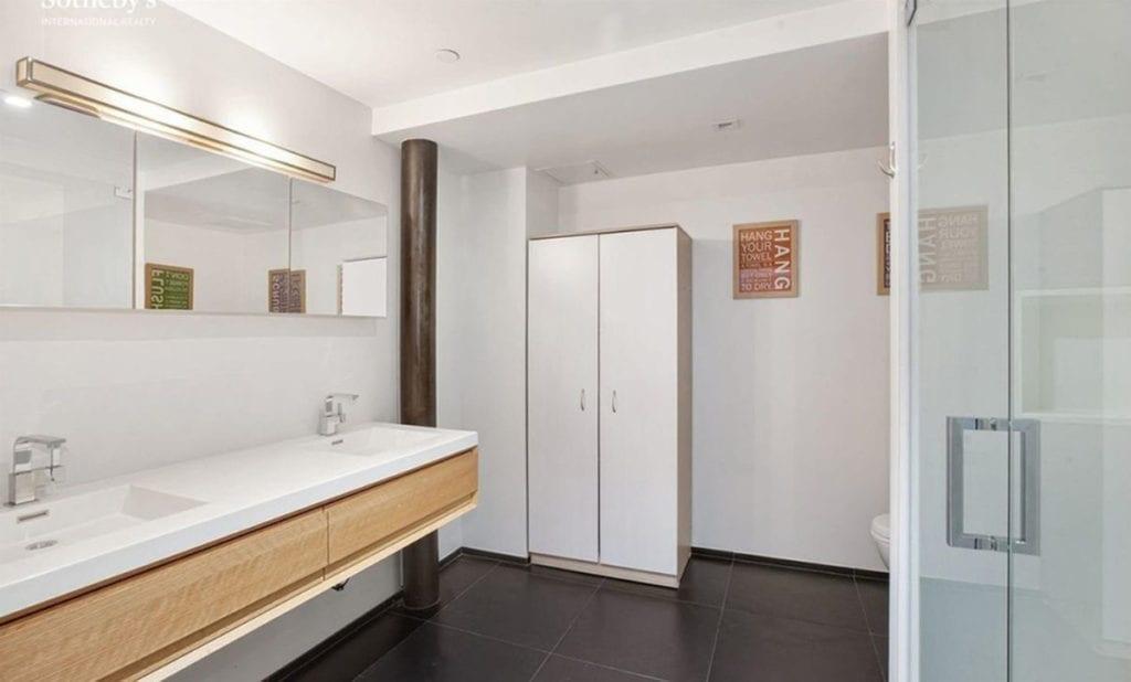 Cuarto de baño de la casa de John Legend.