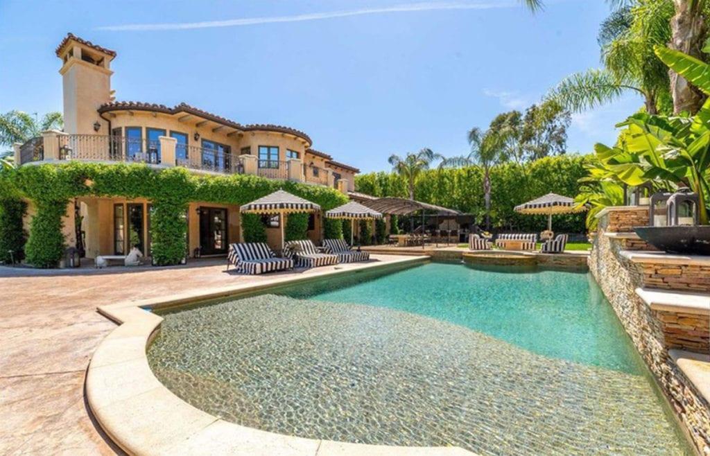 La piscina de la casa de Kaley Cuoco.