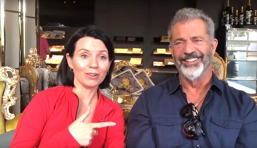 Mel Gibson con Sam su entrenadora