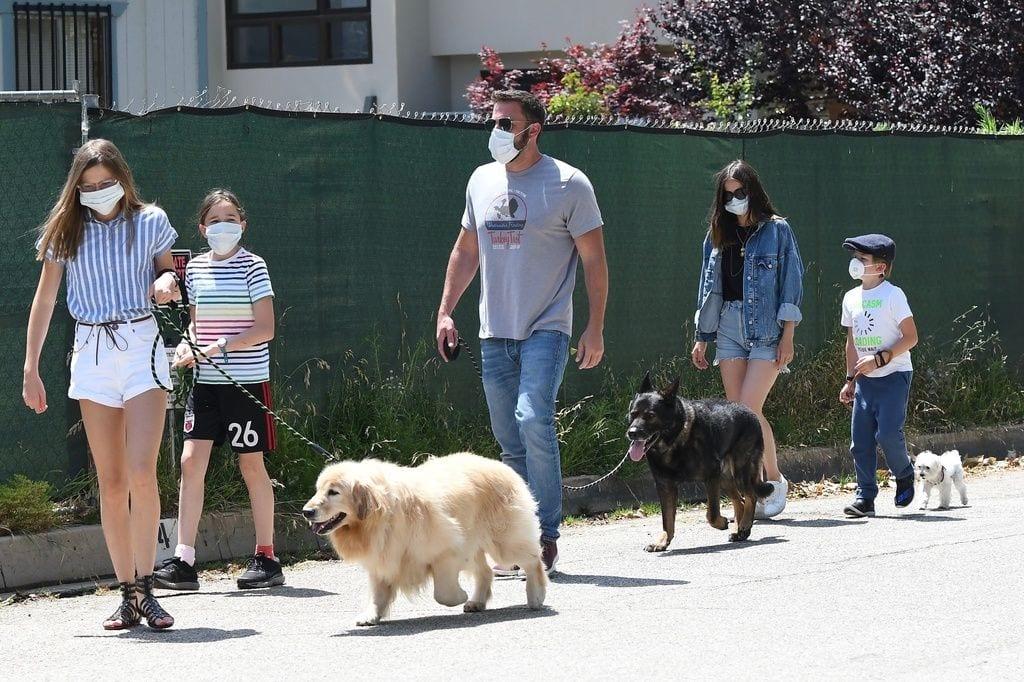 Galería de famosos: Ben Affleck y Ana de Armas de paseo con los hijos del actor.