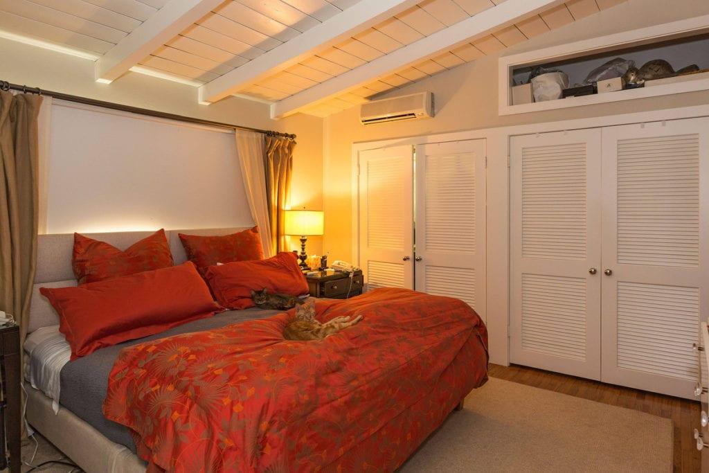 Habitación principal de la casa que Julia Roberts ha vendido en Malibú-
