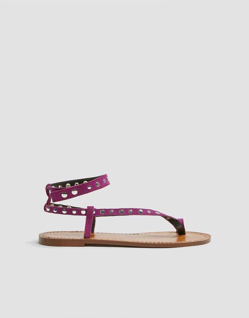 Sandalia plana en color morado de Pull & Bear.