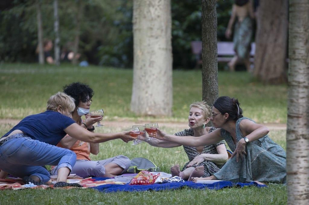 Karmele haciendo un picnic