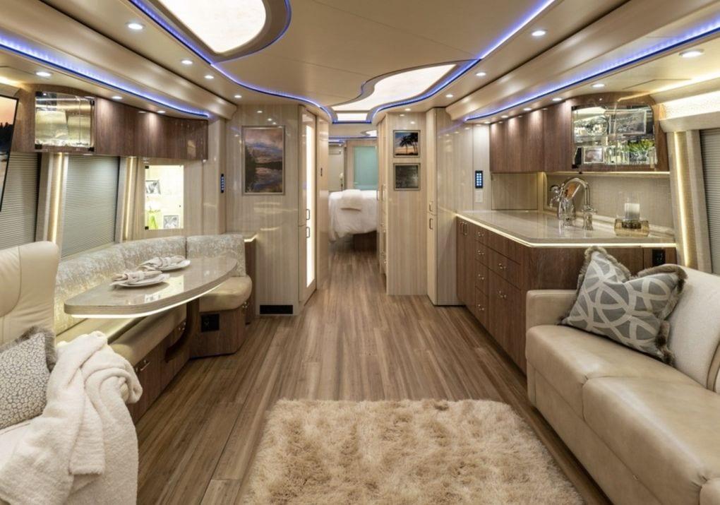 Salón de la caravana de Justin Bieber.