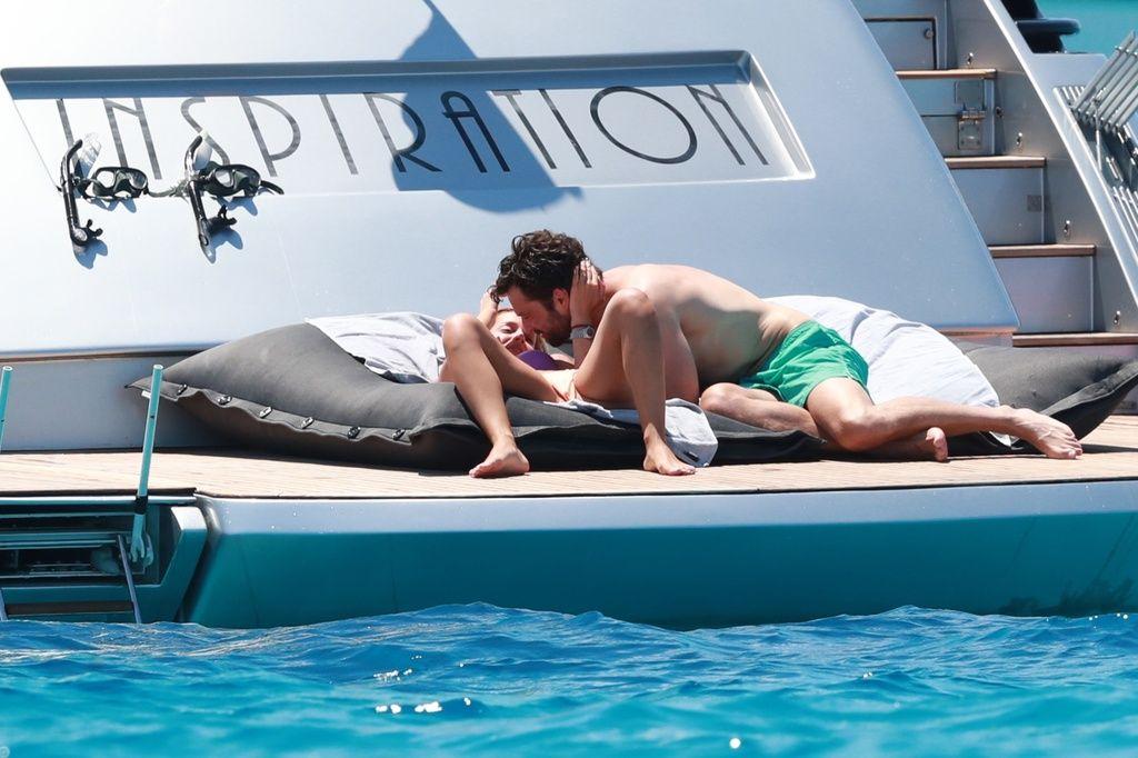 Alejandra Onieva y Sebastian Stan desatan su pasión.