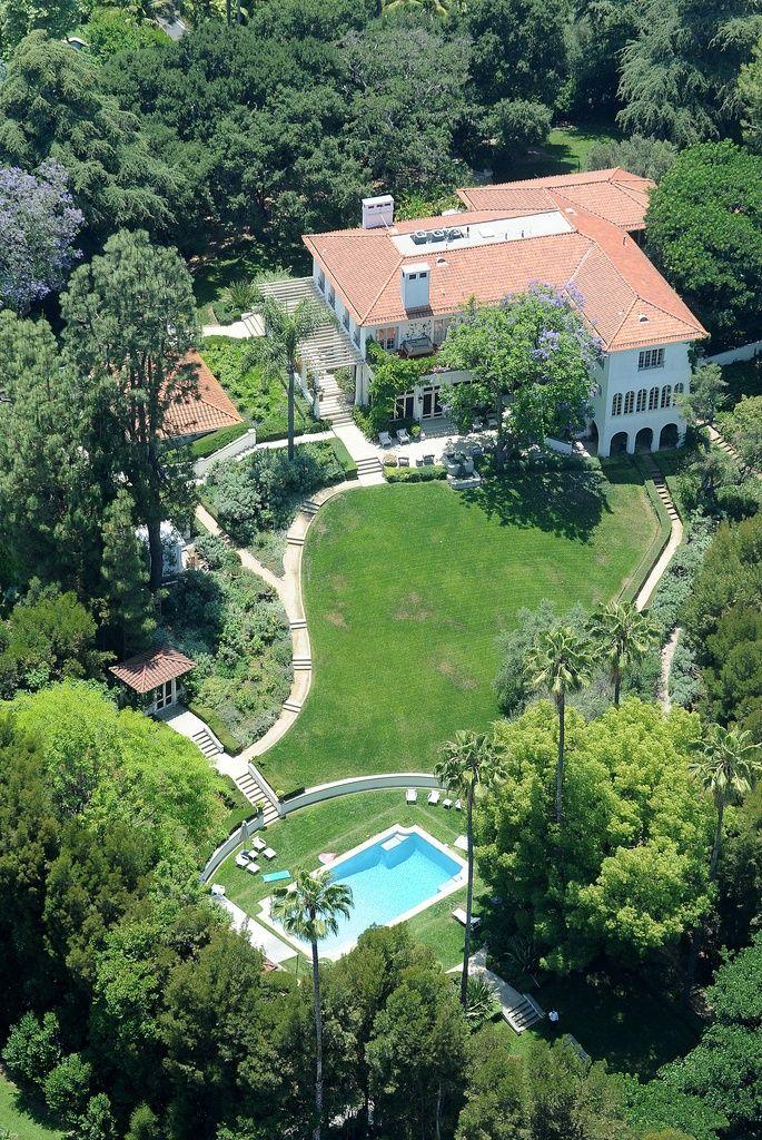 Brad Pitt ha estado de visita en casa de Angelina Jolie.