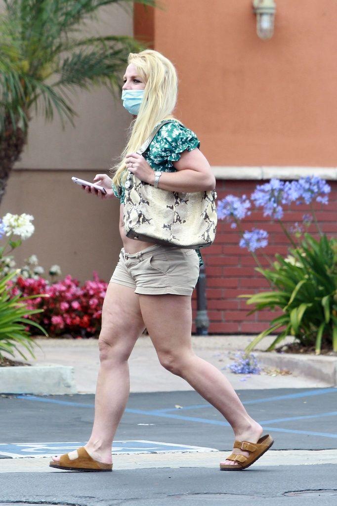 Britney Spears hacieno deporte en plena ola de calor.