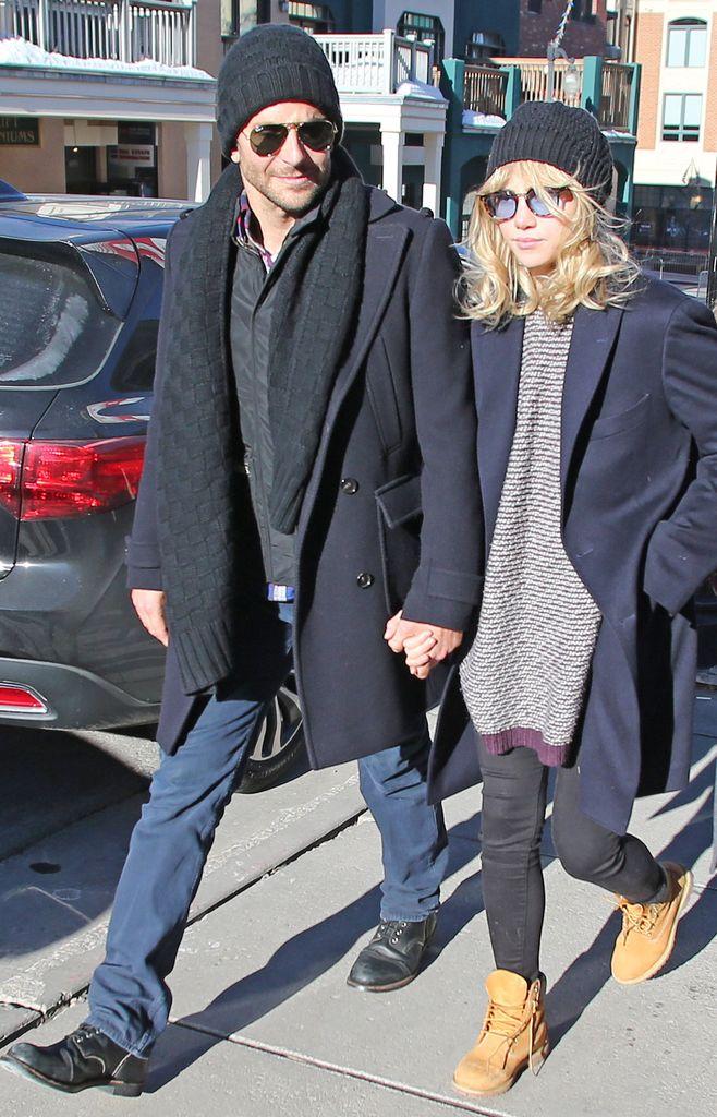 Suki Waterhouse y Bradley Cooper.