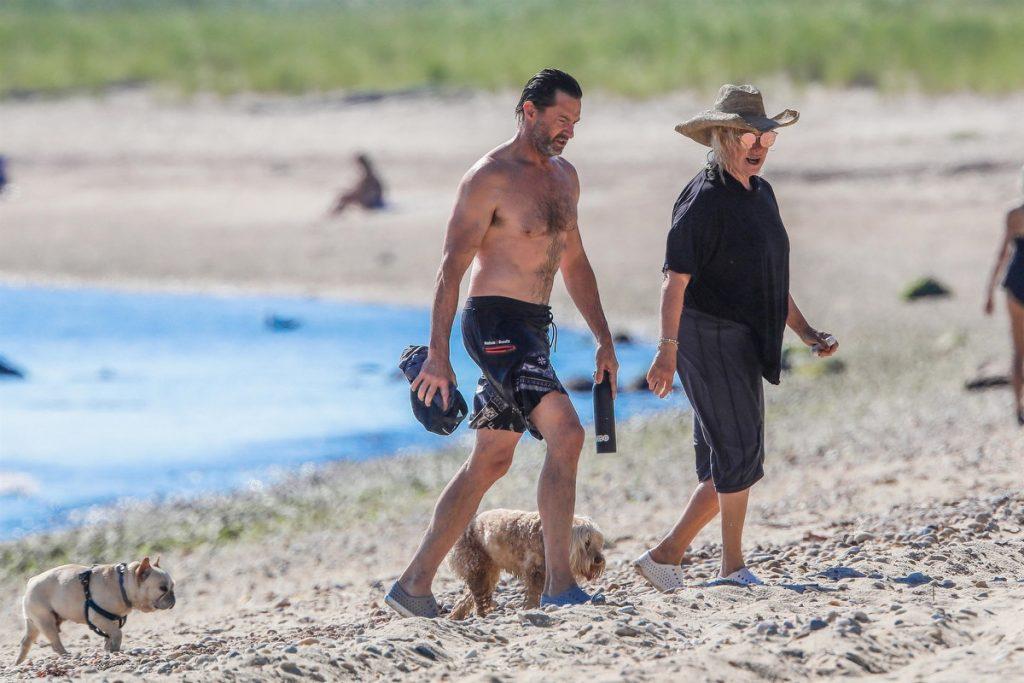 Hugh Jackman y Deborra disfrutan de un día de playa.