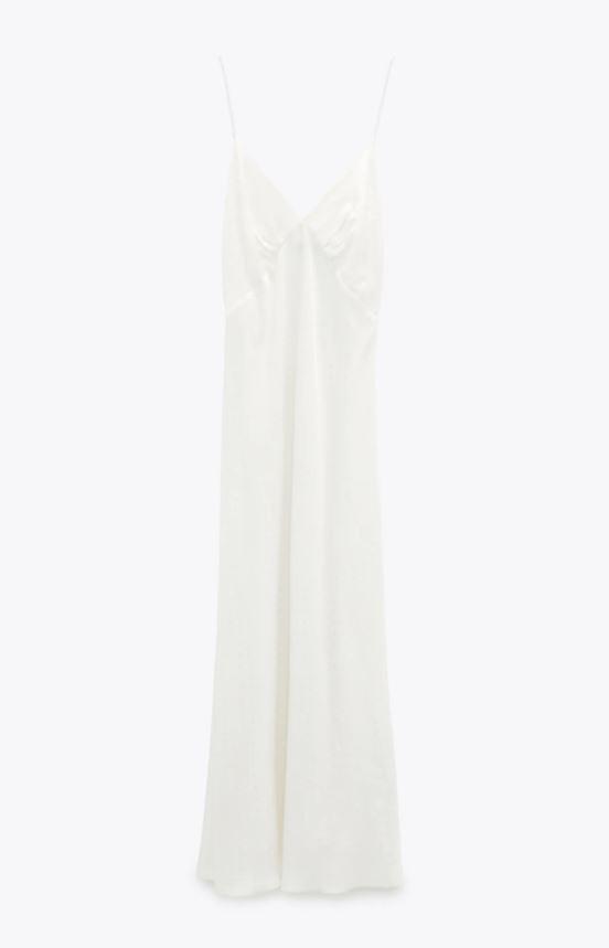 Vestido lencero de Zara.