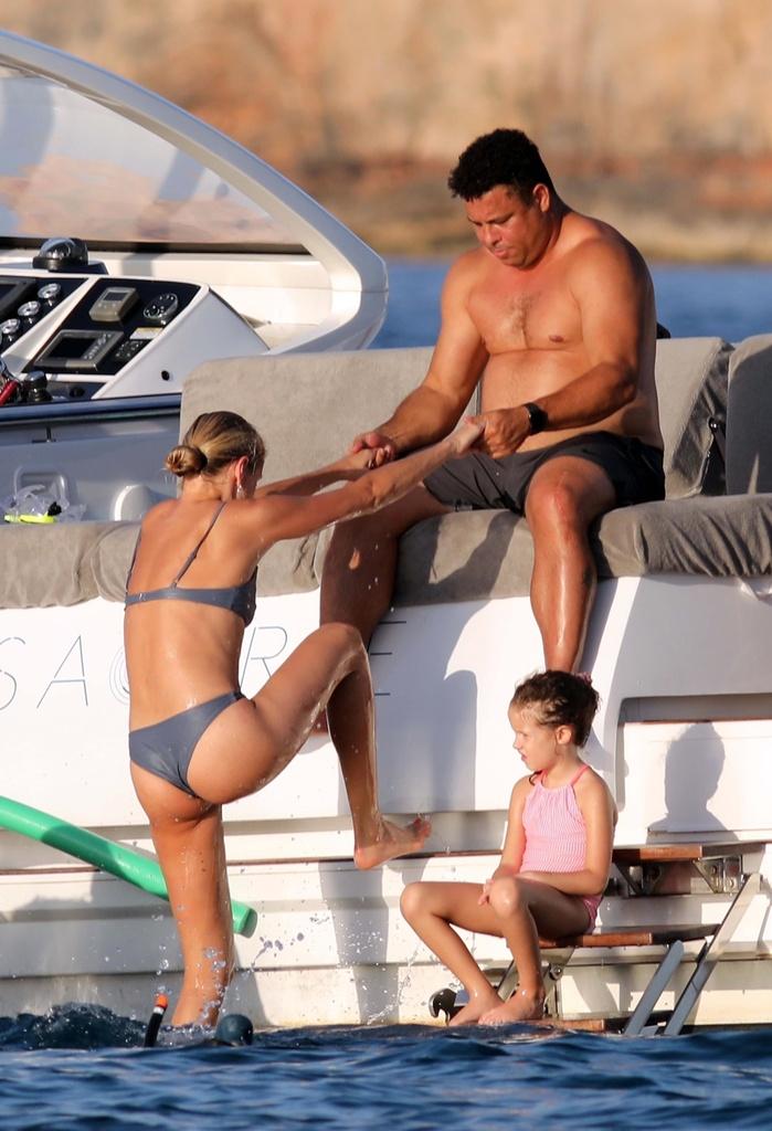 Las fotos más hot de Ronaldo con su chica en Formentera.