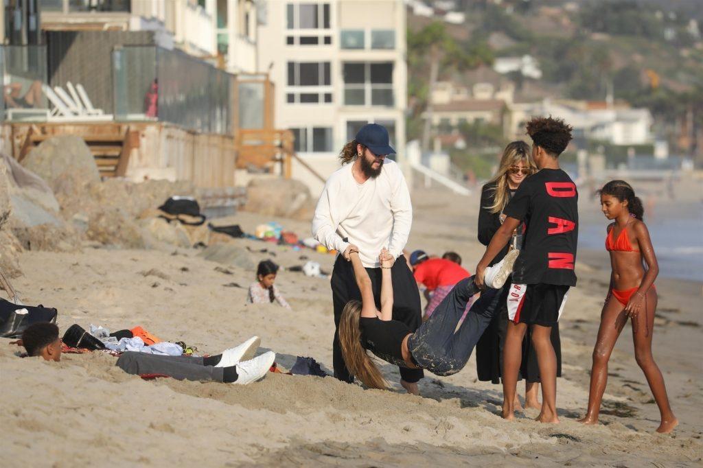 Heidi Klum con su familia en la playa son multitud.crush.news