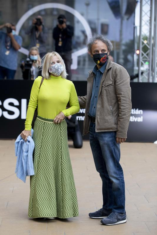 Eugenia Martínez de Irujo y su marido Narcís Rebollo llegando al Zinemaldía.crush.news