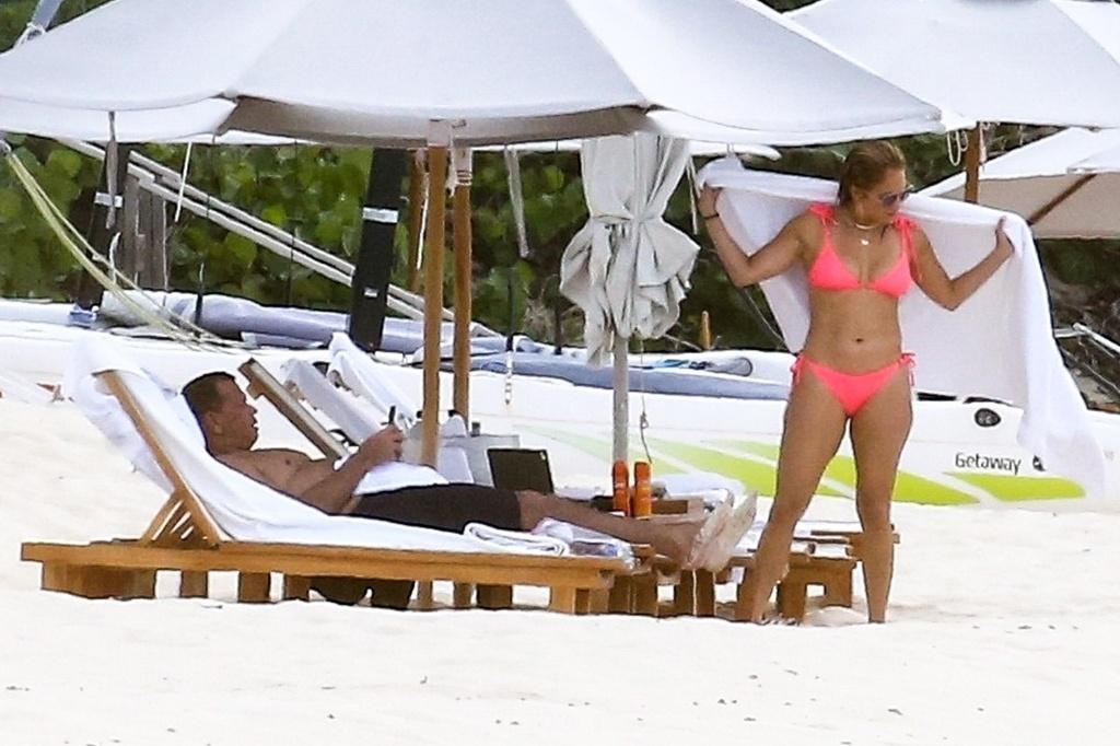 Jennifer López en bikini.crush.news.