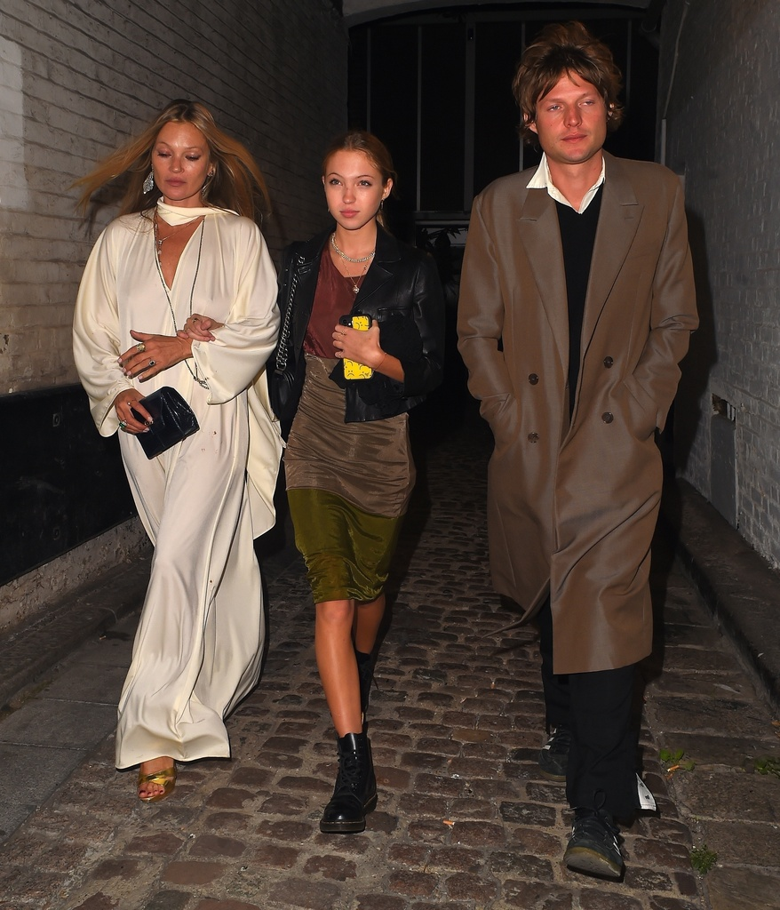 Kate Moss y su hija saliendo de fiesta