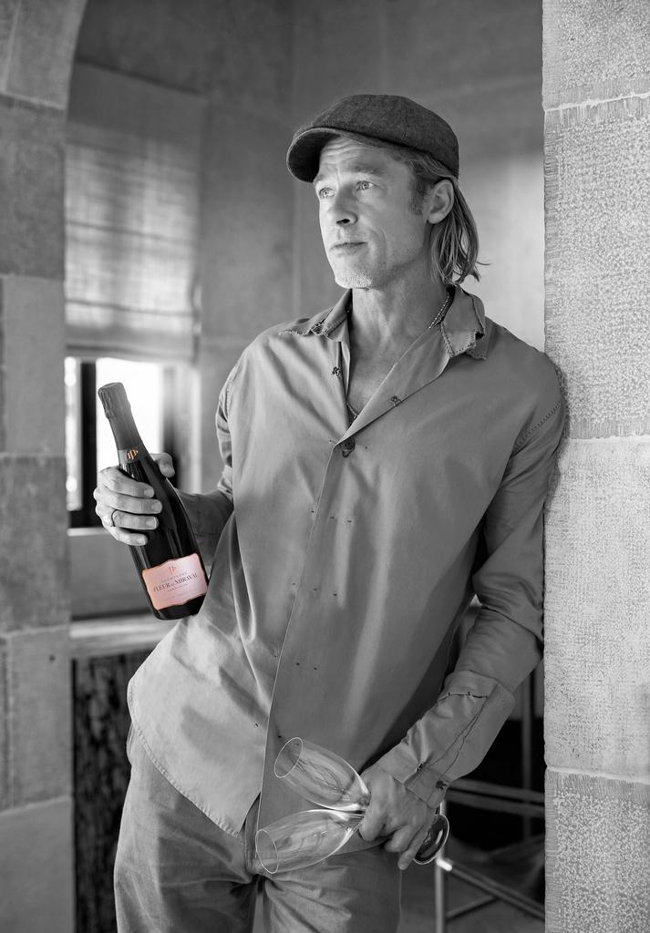 Brad Pitt ha creado champán rosa