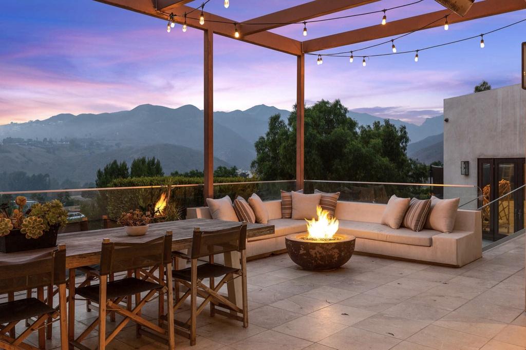 La terraza de la casa que Elsa Pataky y Chris Hemsworth venden en Malibu