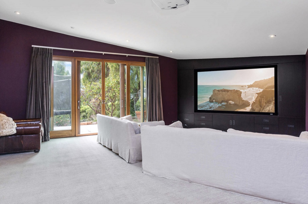 sala de cine de la casa de Elsa Pataky y Chris Hemsworth en Malibú
