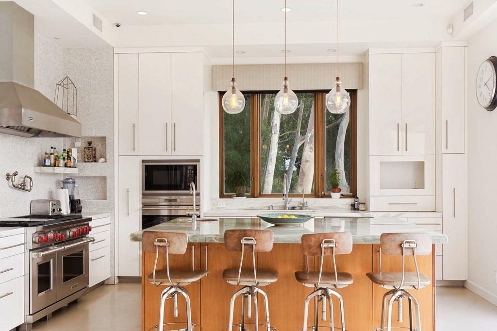 Los Hemsworth venden su casa de Malibú y esta es su cocina