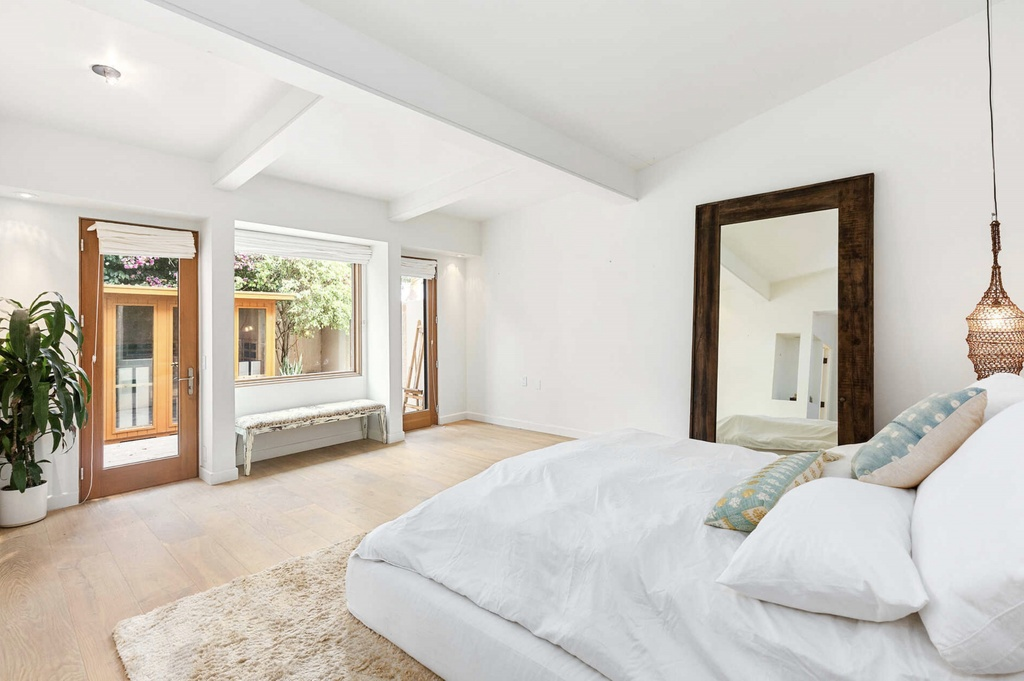 dormitorio principal de la casa de Elsa Pataky y Chris Hemsworth en California