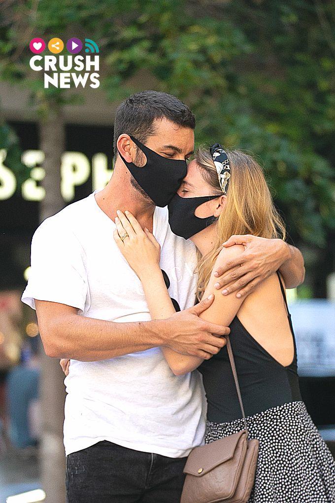 Mario Casas con su nueva novia