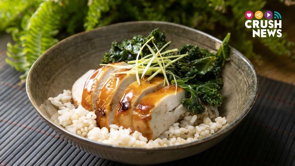 Receta de poke de arroz con pollo y kale