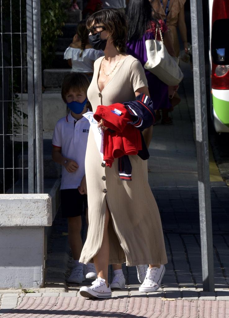 Sara Carbonero con look casual.