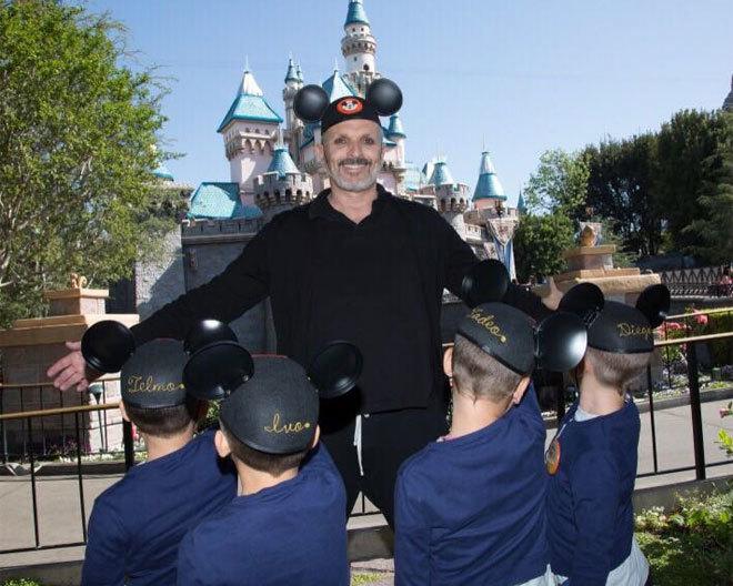 Miguel Bosé y sus cuatro hijos