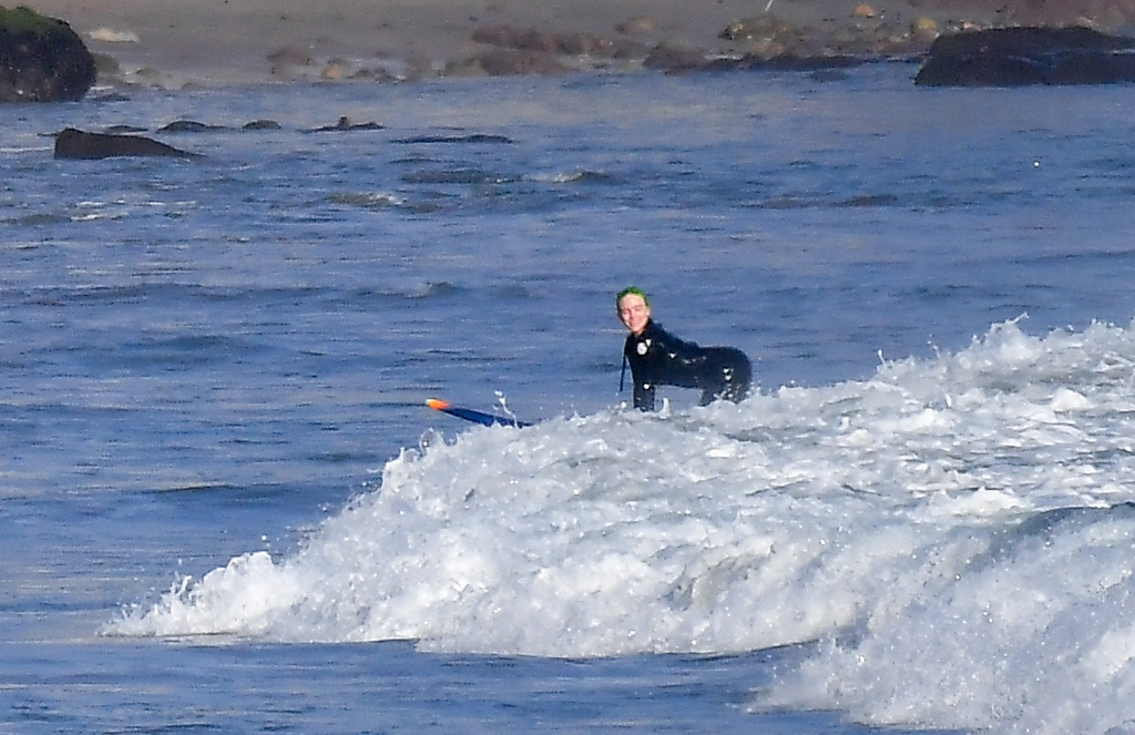 Billie Eilish, una chica Bond sobre las olas