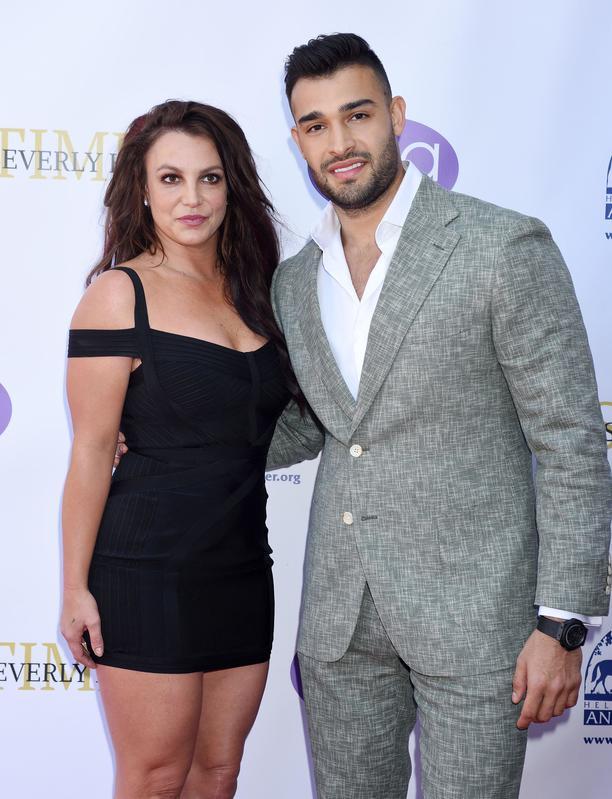 Liberad a Britney Spears. Britney posando con su novio Sam Asghari.crush.news.