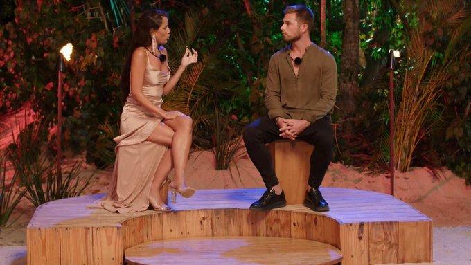 El momentazo de Melyssa y Tom en la hoguera.