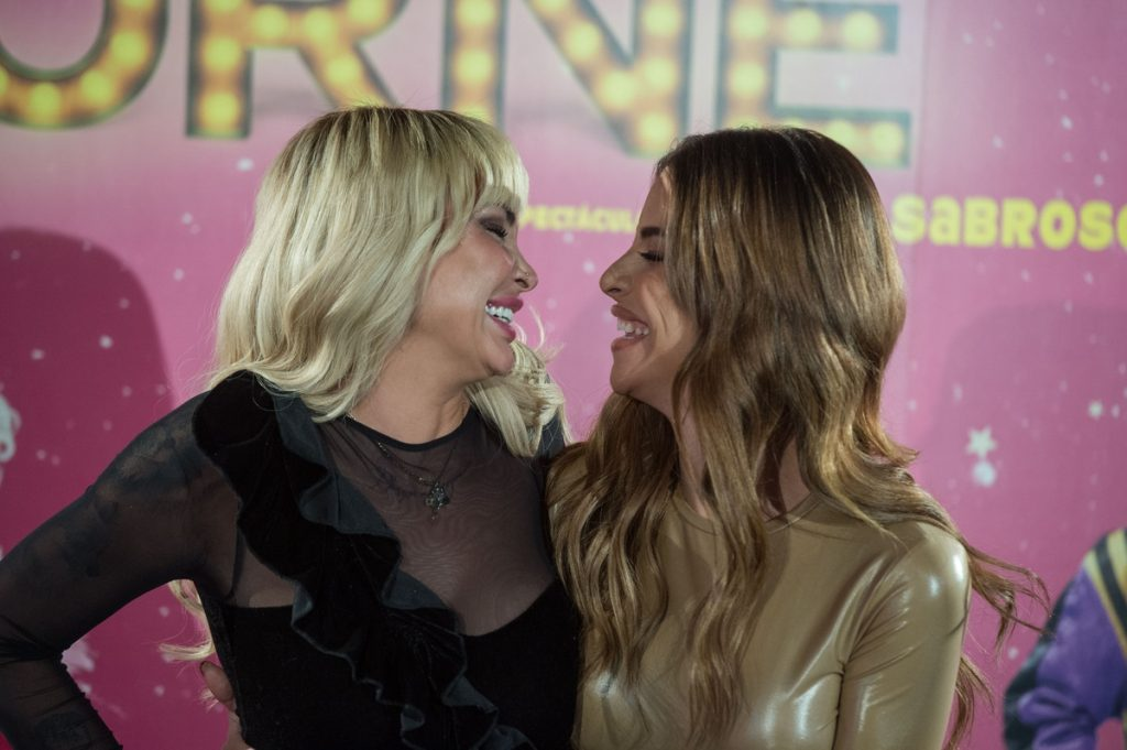 Daniela Santiago y Jedet se sonríen cómplices