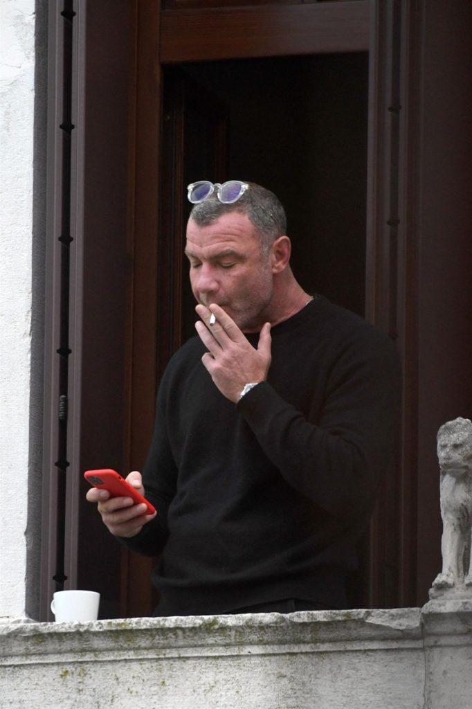 Liev Schreiber: lievin la vida loca. En Venecia, sin respetar la cuarentena y fumando