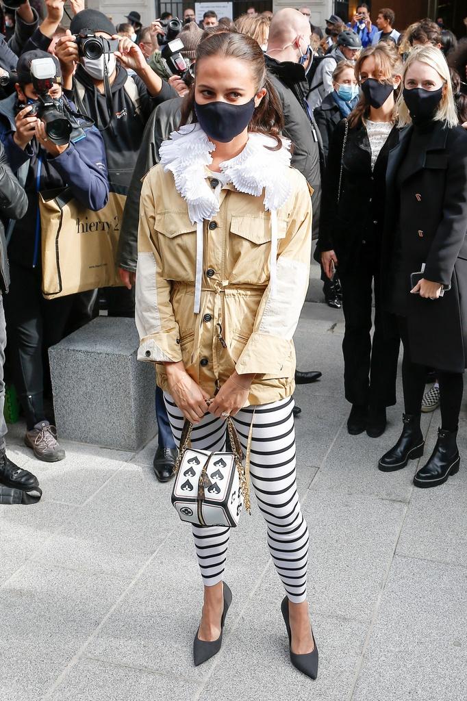 Los peores looks de París, Alicia Vikander.