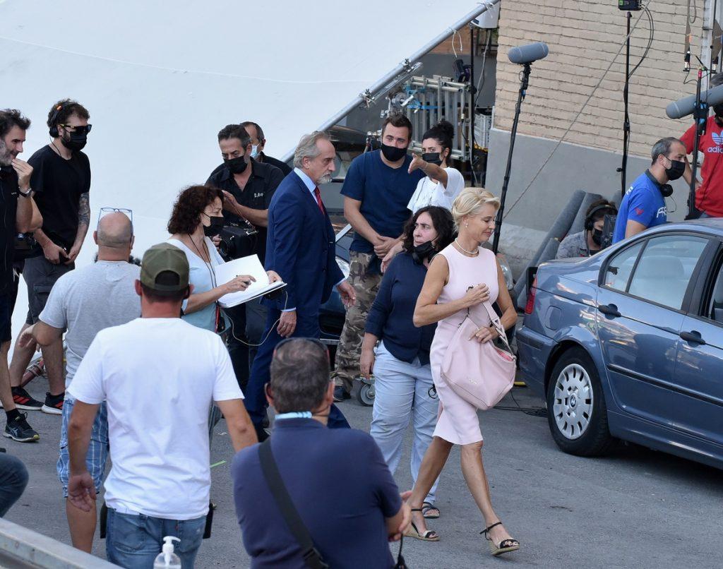Plano del set de rodaje. La directora, Arantxa Echevarría, entre Gonzalo y Belén