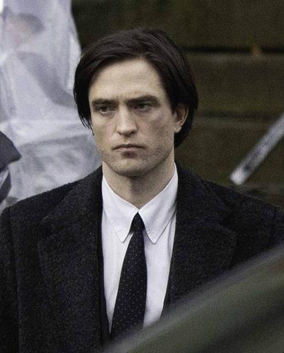 Robert Pattinson, a quien vemos en el rodaje de 'The Batman', representa al cuarenténer discretísimo