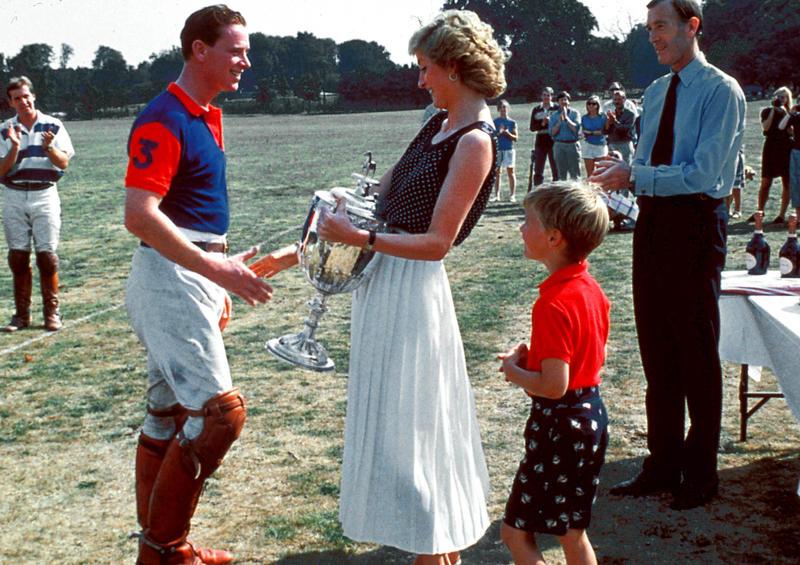 ¿Se mostrará esta mítica imagen de Hewitt con Lady Di en The Crown?