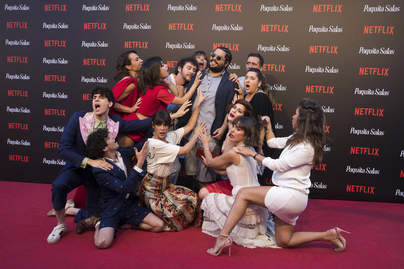 El reparto de Paquita Salas, en un evento de Netflix