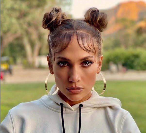 Jennifer Lopez, con peinado estilo primeros 2000