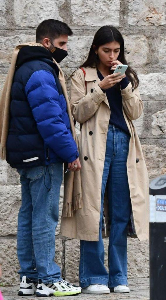 Luíia Rivera marca estilo con un amigo en Madrid