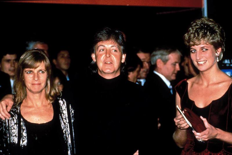 Lady Di en The Crown reflejará esa imagen de icono pop que mostró como por ejemplo en este encuentro con el matrimonio McCartney.