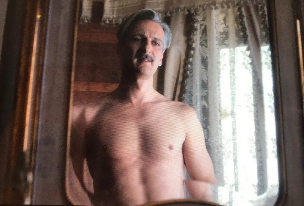 Ernesto Alterio desnudo se encuentra entre mis cinco razones para ver 'Alguien tiene que morir'