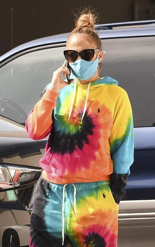 Jennifer Lopez, con chándal tie-dye