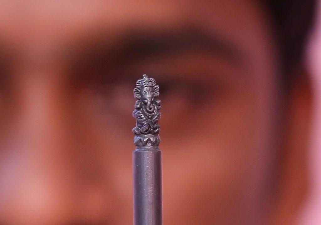 Ganesha, esculpido en una mina de grafito