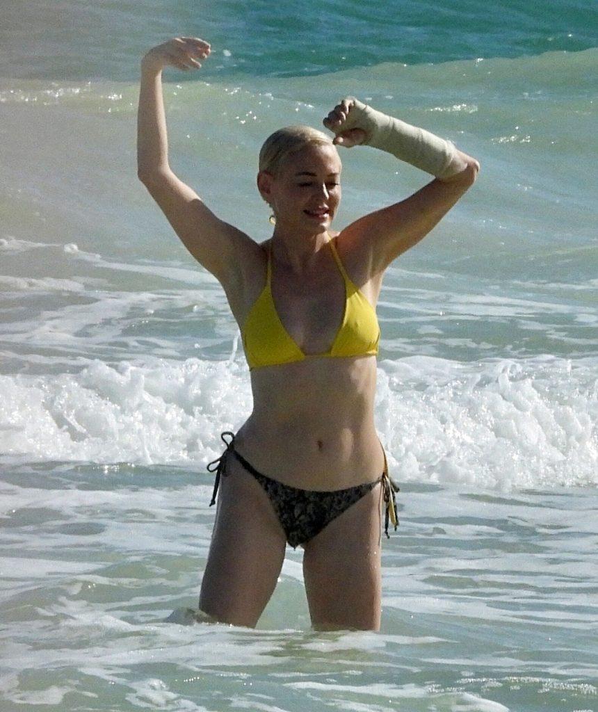 Rose McGowan en bikini