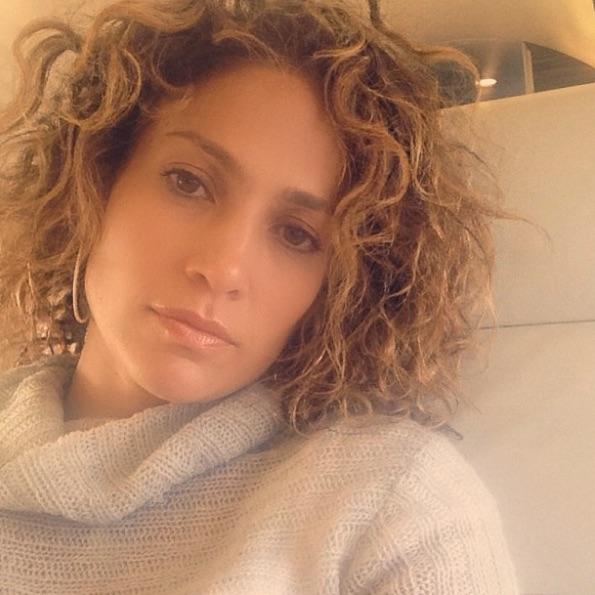 Jennifer Lopez, con melena corta y rizada