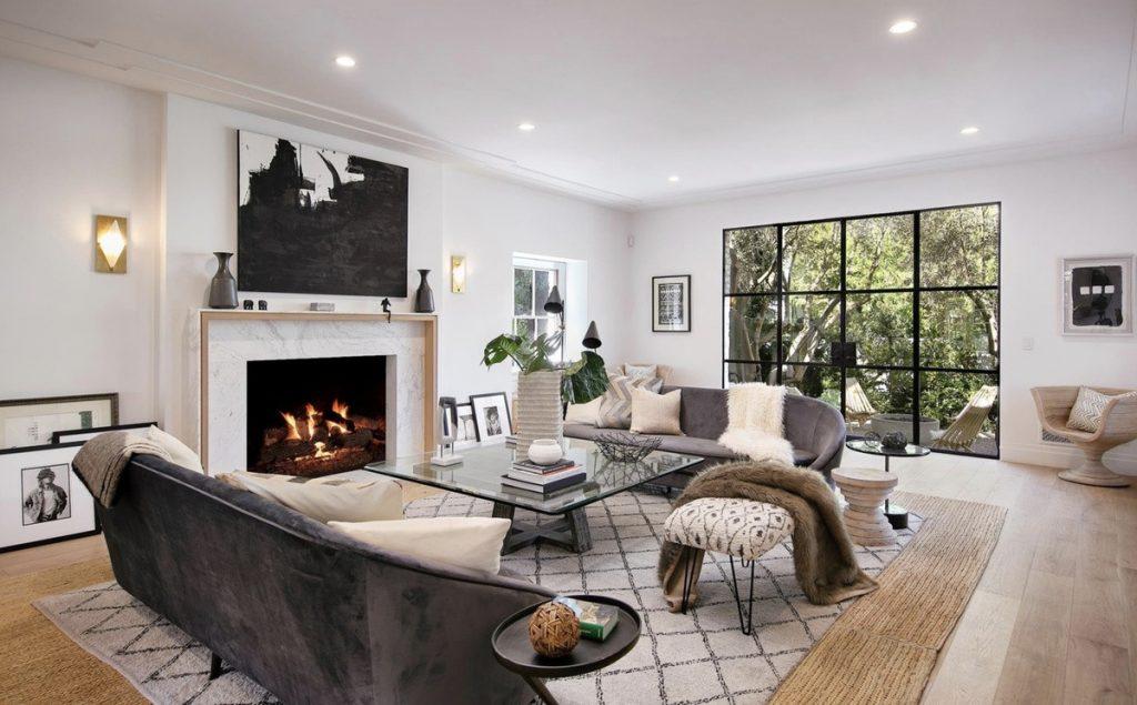 Una de las salas de estar de la casa que venden Justin y Hailey