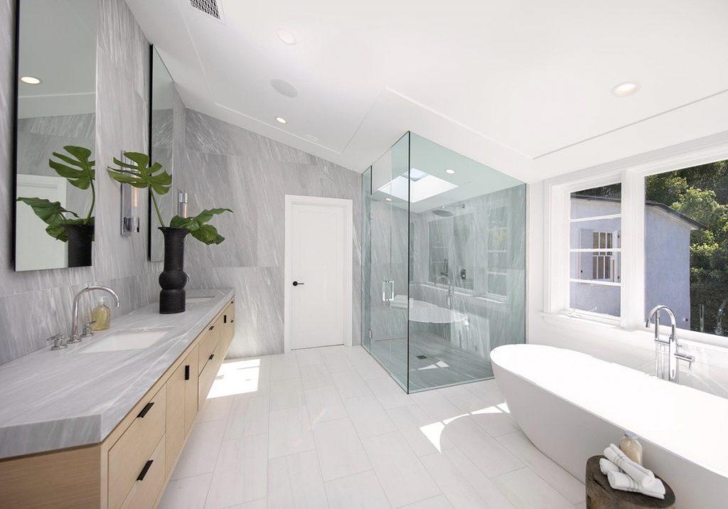 Uno de los siete baños de la casa que venden Justin y Hailey