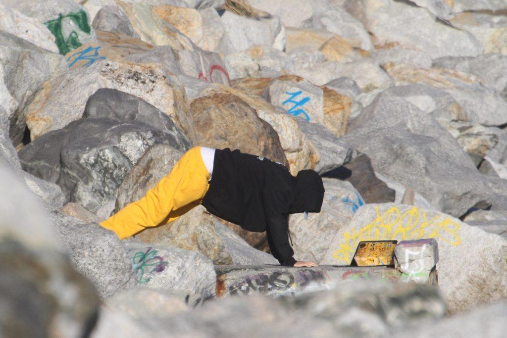 Justin Bieber boca abajo en la playa